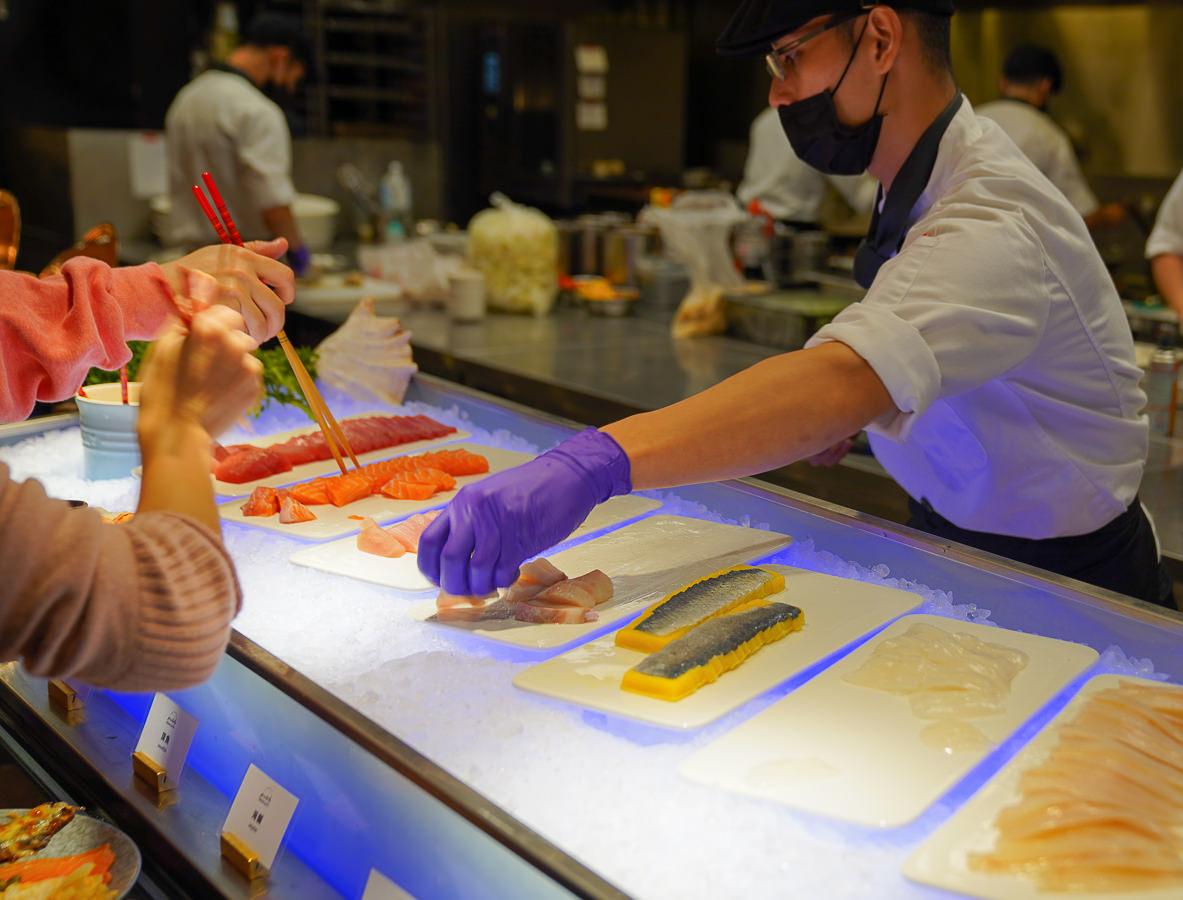 [高雄吃到飽推薦]聯上大飯店帕里巴黎自助餐-超強必吃攻略!!超肥厚爐烤牛肉、現煎牛小排、焗烤生蠔、烤鴨片鴨、現烤舒芙蕾……超多菜色吃不完 @美食好芃友