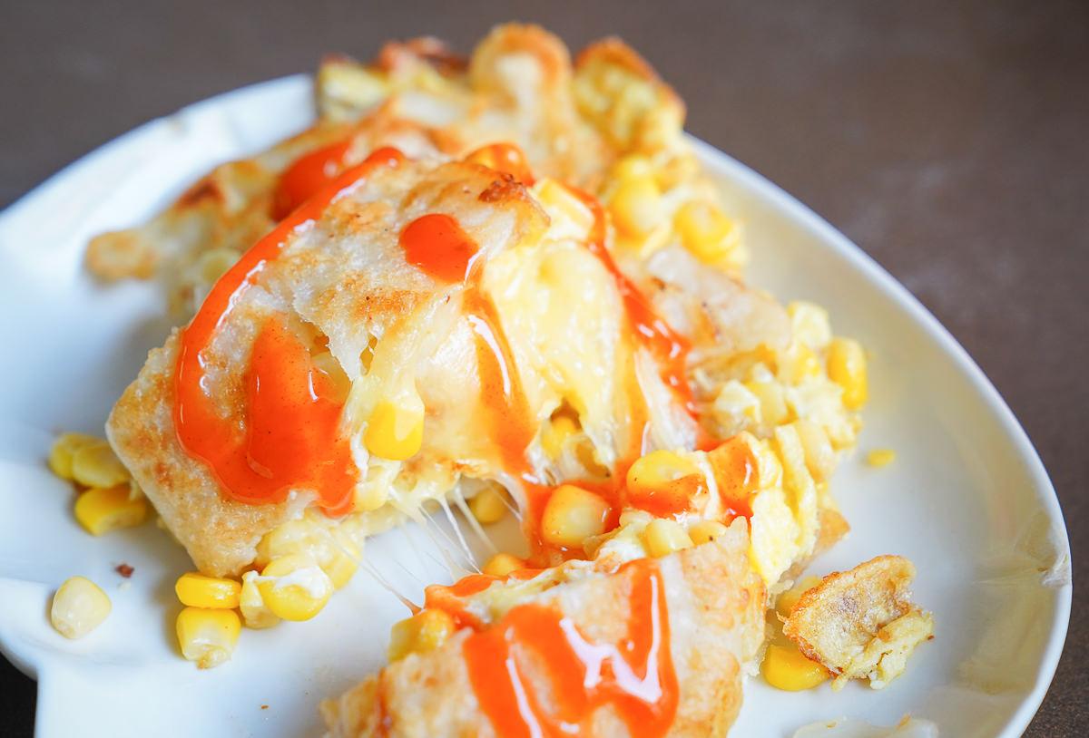 [高雄三民區美食]萬川晨食-時時排隊高醫早餐~必點爆量起司脆皮蛋餅! @美食好芃友