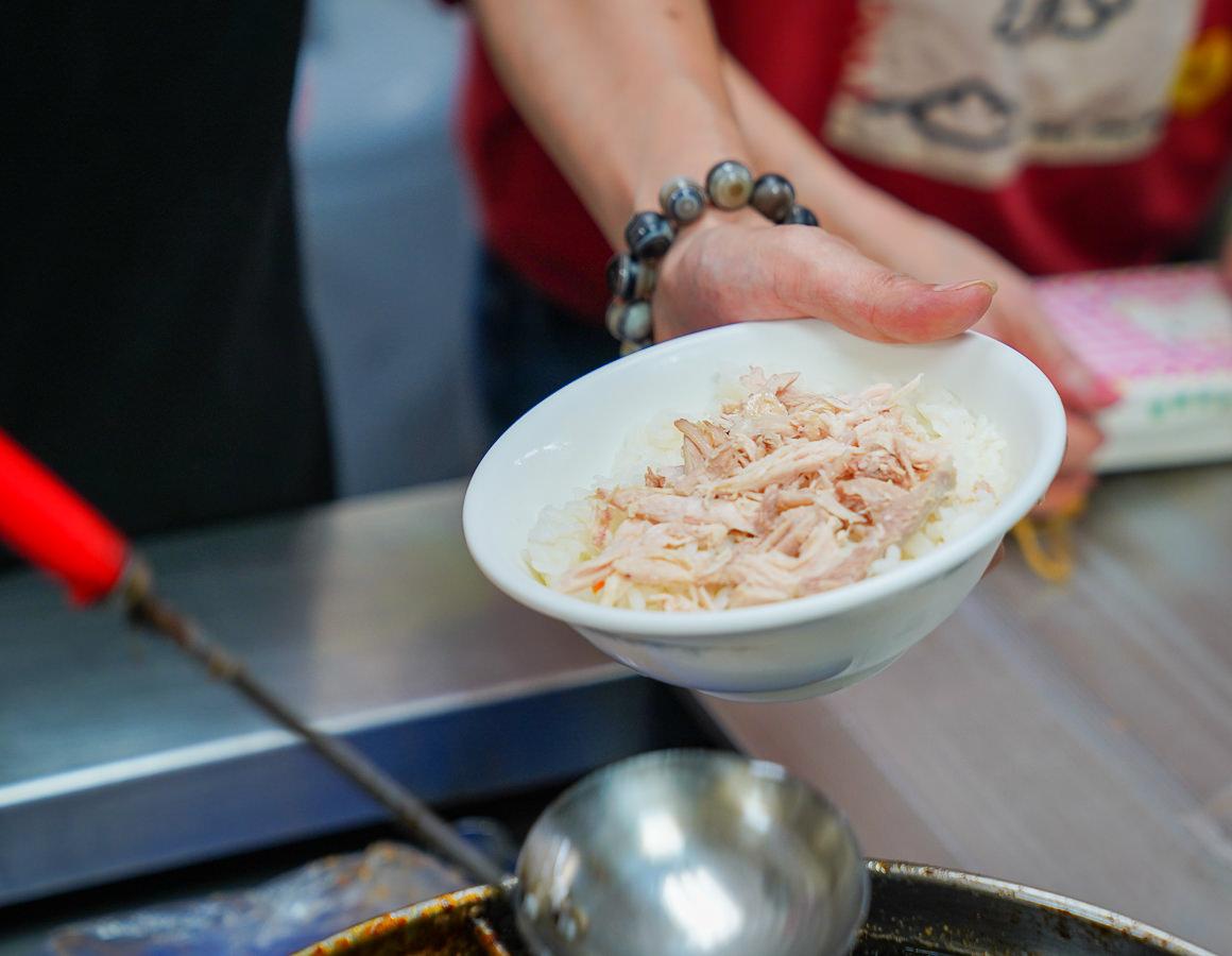 [高雄三民區美食]建興路嘉義火雞肉飯-銷魂蛋包火雞肉飯!在地人推薦30年三民區小吃 @美食好芃友