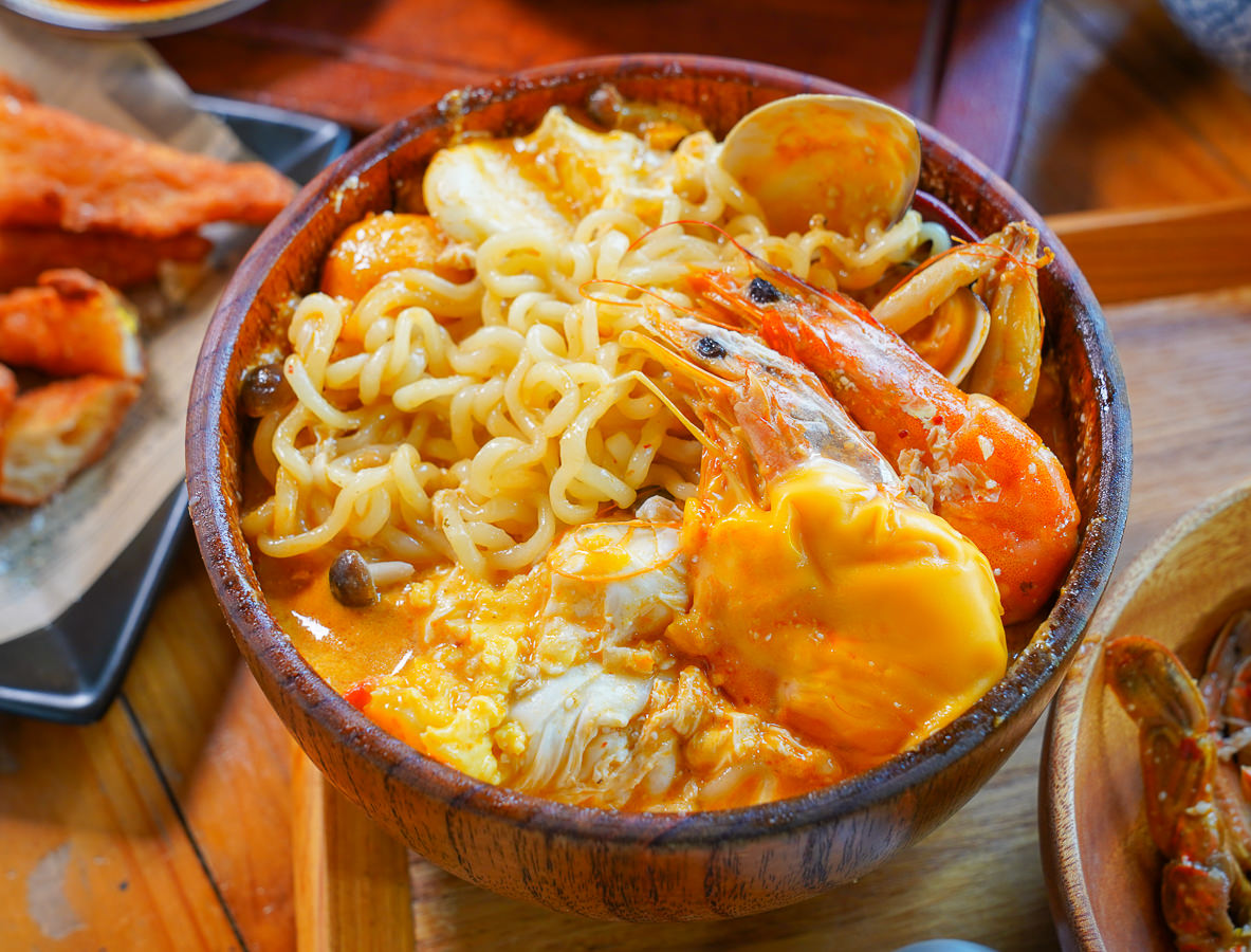 [高雄鼓山美食]Mr.Pa 帕先生餐廚-超狂高雄早午餐~一大早就吃泰式海鮮酸辣麵x南洋咖哩 @美食好芃友