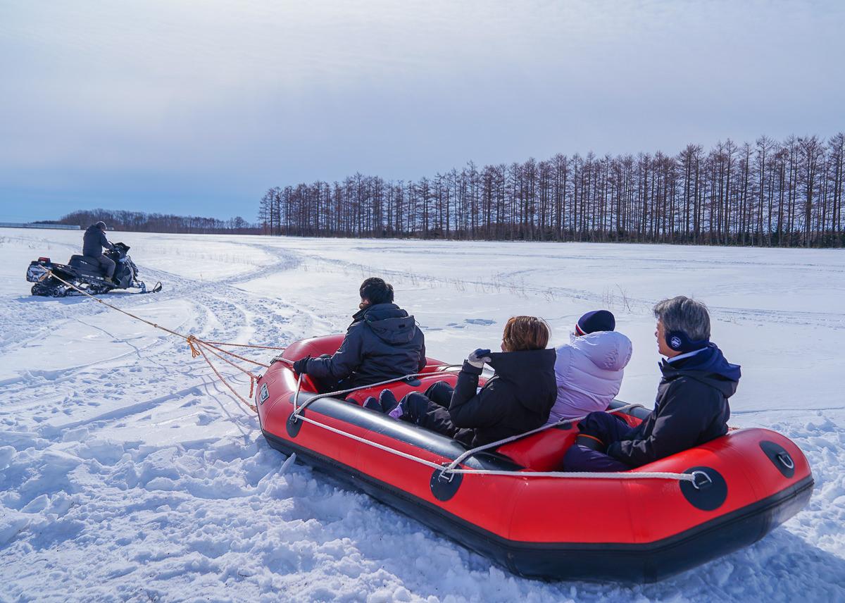 [北海道道東]超刺激冬季北海道體驗!極致速度感雪上泛舟スノーラフティング @美食好芃友