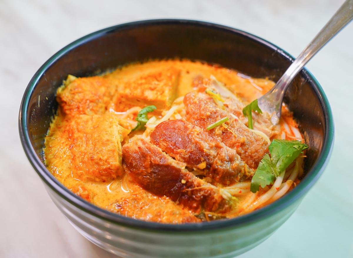[高雄前鎮美食]南洋食府銳記-高雄最道地新加坡海南雞飯!銅板價就能吃到的南洋美味~ @美食好芃友