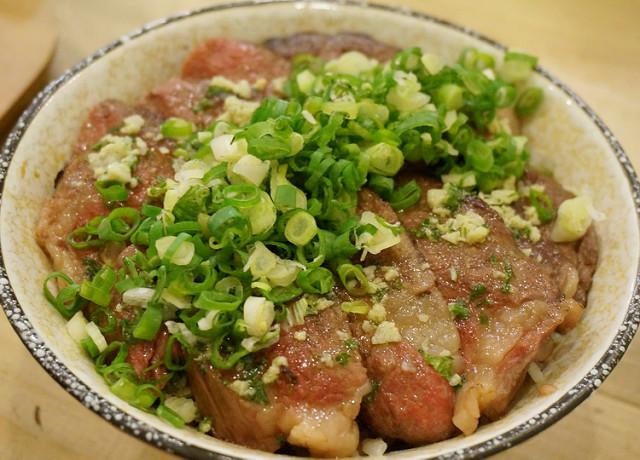 [高雄]感動美味牛排丼X鰻魚丼也好吃-阿貴食堂 @美食好芃友