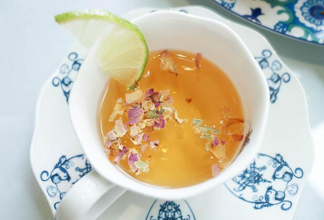 [高雄]逛街順便來個下午茶!好喝有機果茶-德國農莊複合茶館B&G Tea Bar(夢時代店) @美食好芃友