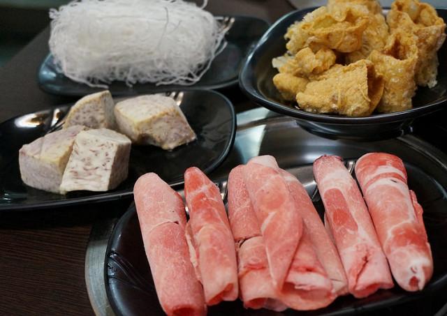 [高雄]清甜湯頭!好好味平價石頭火鍋-嘉義老牌石頭小火鍋 @美食好芃友