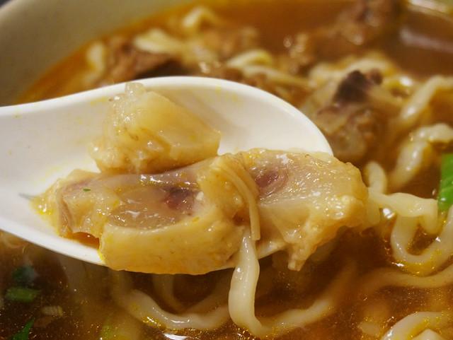 [高雄]驚艷清甜紅燒牛肉湯頭-原鄉牛肉麵 @美食好芃友