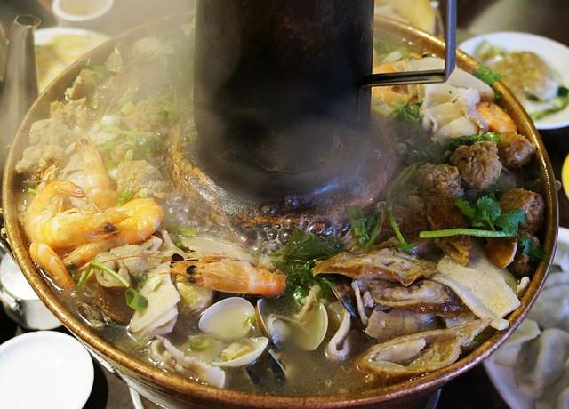 [台北]永康街暖暖酸菜白肉鍋,鍋貼比水餃好吃-東門餃子館 @美食好芃友