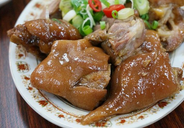 [高雄]暖暖湯頭薑母鴨!!美味燻茶鵝X滷味X豬腳-888燻茶鵝·滷味·薑母鴨 @美食好芃友