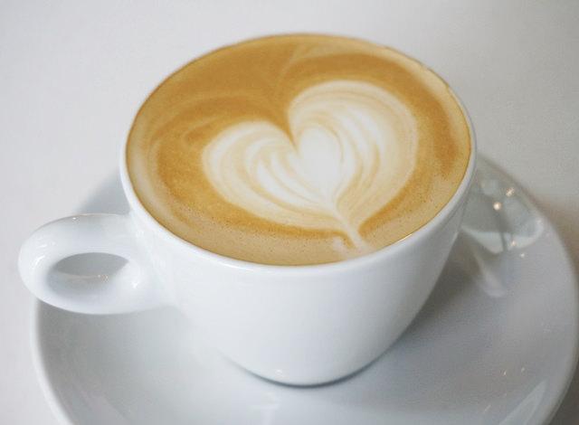 [台南]低調優雅氣圍,堅持品質的初衷,好咖啡與好甜點-L'esprit café @美食好芃友
