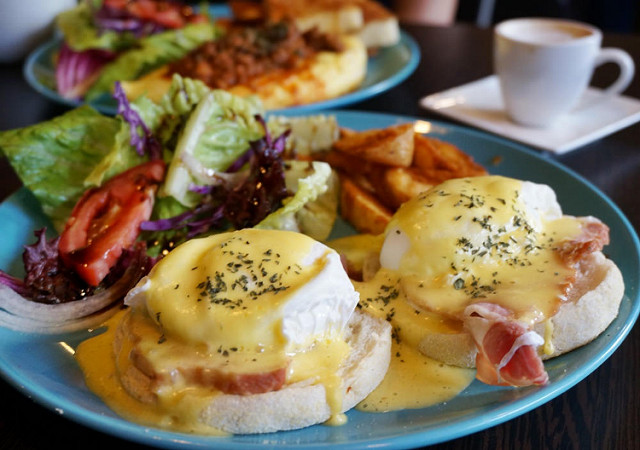 [高雄早午餐推薦]Cozy Diner可里小餐館-道地美式早午餐X驚豔班尼迪克蛋 @美食好芃友
