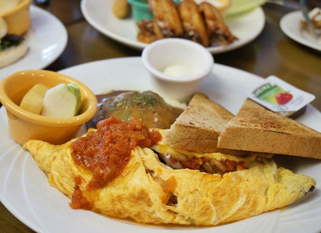 [高雄]吮指好吃美式大拼盤X早午餐辣味香腸蛋捲-JC CLUB @美食好芃友