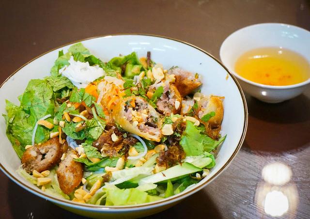 [高雄]清爽系越南美食X不可錯過美味炸春捲-胡志明市越南美食 @美食好芃友