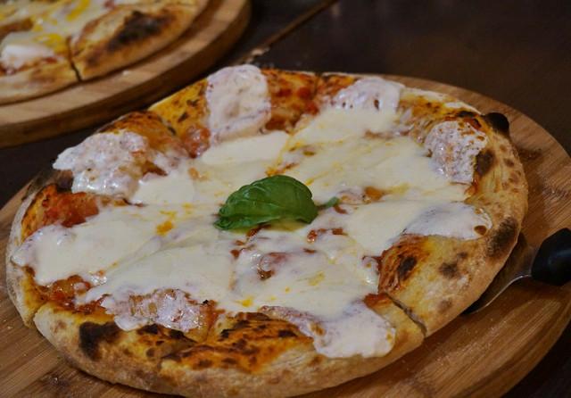 [高雄]平價美味義式pizza-La Bella Italia拉貝拉傳統義式美食專賣店 @美食好芃友