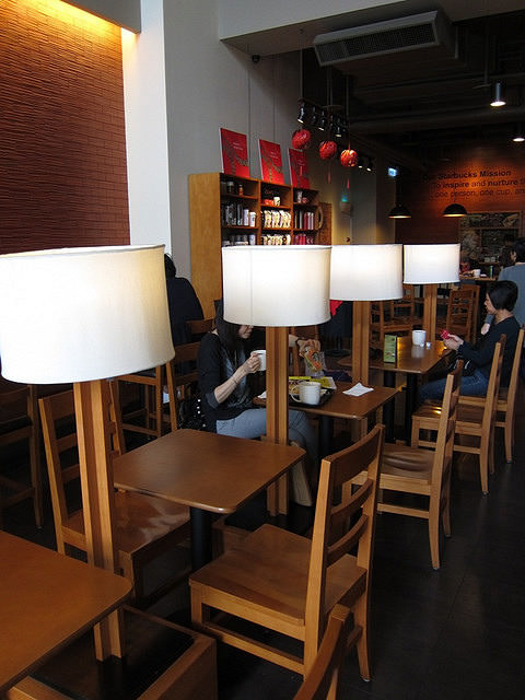 [高雄]挑高優雅星巴克-Starbucks四維民權門市 @美食好芃友