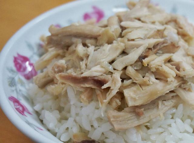 [高雄]吃不膩的古早味雞肉飯X薏麵,漢神週年慶必備!?鄭愛麵族 @美食好芃友