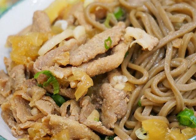 [高雄]超平民美食!銅板價吃美味日式蕎麥麵X蔥燒豚肉麵-傅家蕎麥麵 @美食好芃友